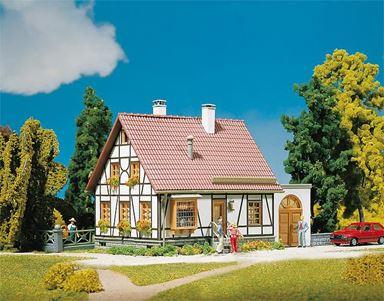 FALLER 130215 — Дом (фахверк) с гаражом, 1:87, 1946—1977