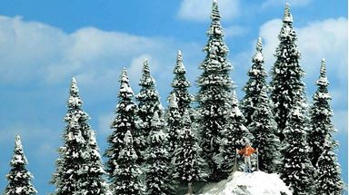 BUSCH 6566 — Ели в снегу (20 деревьев ~30—60мм), 1:100—1:200
