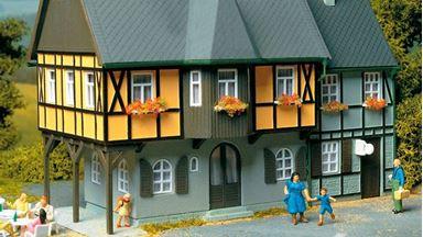 AUHAGEN 12343 — Двухэтажный дом «Bahnhofstraße №1», 1:87—1:120