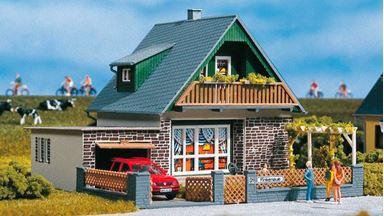 AUHAGEN 11387 — Дом «Michaela» с гаражом, 1:87
