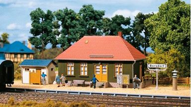 AUHAGEN 11407 — Сельская станция «BORSDORF» с туалетом, 1:87