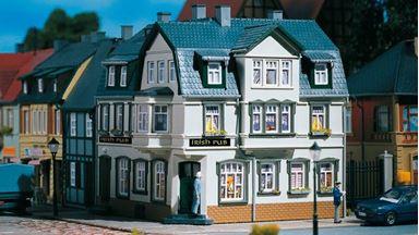 AUHAGEN 12255 — Угловой дом с пивным рестораном  «Irish Pub», 1:87—1:120