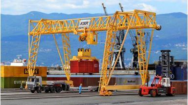 KIBRI 38530 — Козловой контейнерный кран «Demag», 1:87