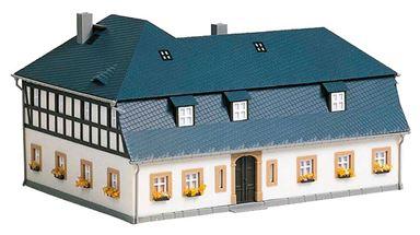 AUHAGEN 11385 — Двухэтажный угловой дом «Mühlenweg №1», 1:87