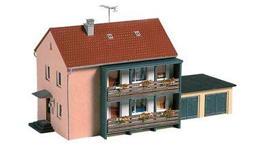 AUHAGEN 12236 — Двухэтажный многоквартирный дом с двумя гаражами, 1:87—1:120, IV