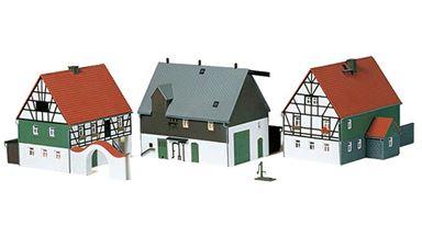 AUHAGEN 12257 — Сельская ферма с домом (3 строения), 1:87—1:120