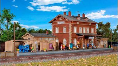 KIBRI 39504 — Вокзал железнодорожный «Langenthal» с постройками, 1:87
