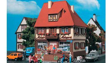 """VOLLMER 43674 — Жилой дом """"Bahnhofstraße 19"""" с мясным магазином, 1:87"""