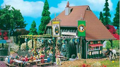 VOLLMER 43680 — Винный ресторанчик «Winzerfest» с ресторанным двориком, 1:87