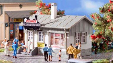 VOLLMER 42418 — Магазин «Modellbahn-Shop», 1:87