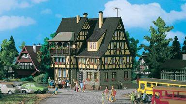 VOLLMER 43754 — Жилой дом с винным ресторанчиком, 1:87