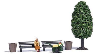 BUSCH 7841 — Ручная тележка, фигурка, скамейки, корзины и дерево ~55мм, 1:87