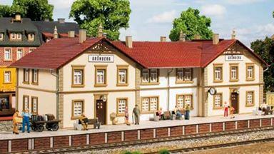 AUHAGEN 11413 — Вокзал «Grünberg» с платформой, 1:87