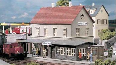 PIKO 61820 — Вокзал железнодорожный «Burgstein», 1:87