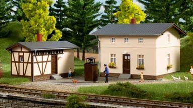 AUHAGEN 11457 — Жилой дом дежурного по переезду с хозяйственной постройкой, 1:87