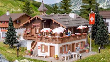 """VOLLMER 43706 — Гостиница с пивным рестораном """"Alpenblick"""" в Альпах, 1:87"""