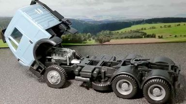 RUSAM-MB-06 — Седельный тягач Mercedes-Benz® (голубой), 1:87