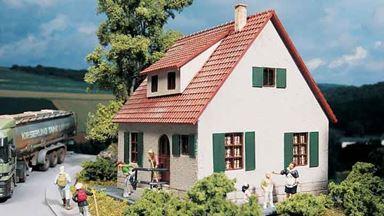 PIKO 61826 — Загородный дом с мансардой, 1:87