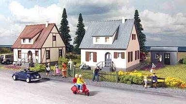 PIKO 61145 — Загородные домики «Neuburg» (2 строения) и хозблок, 1:87