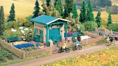 VOLLMER 43643 — Садовый дворик с оградой и маленьким строением, 1:87