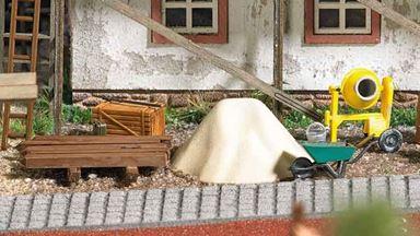 BUSCH 1376 — Стройплощадка (ящики, бочки, лестницы, тачки, решетки и др.), 1:87