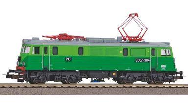 PIKO 96381 — Электровоз EU07 (DSS PluX22), H0, V, PKP