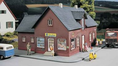 PIKO 61831 — Дом с магазином, 1:87