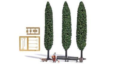 BUSCH 7853 — Садовник с триммером, тачка, скамейки, канистры, инструменты, корзина и 3 дерева ~120 мм, 1:87