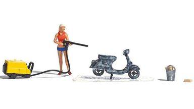 BUSCH 7833 — Мойка скутера (скутер, мойка, ведро, губка и фигурка), 1:87