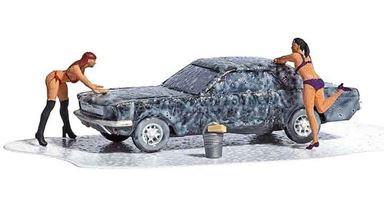BUSCH 7824 — Мойка автомобиля Ford® Mustang и 2 фигурки девушек-мойщиц, 1:87