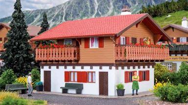 VOLLMER 43703 — Сельский дом «Wetterstein», 1:87
