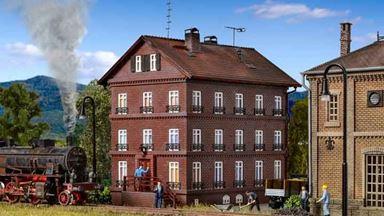 VOLLMER 43805 — Кирпичный дом с квартирами работников железной дороги, 1:87