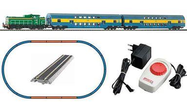 PIKO 97934 — Аналоговый набор «Пассажирский поезд с тепловозом SM42 и 2-мя 2-этажными вагонами», H0, VI, PKP