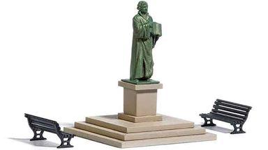 BUSCH 7730 — Памятник Лютеру и скамейки, 1:87