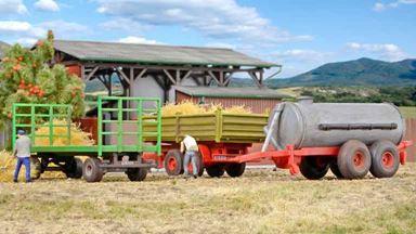 KIBRI 10908 — Сельскохозяйственные прицепы (3 шт.), 1:87