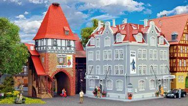 KIBRI 12507 — Отель «Ritter» с городскими воротами, 1:87